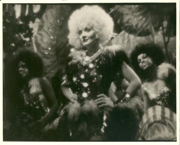 marlene-dietrich-singing-hot-voodoo-in-blonde-venus-19322